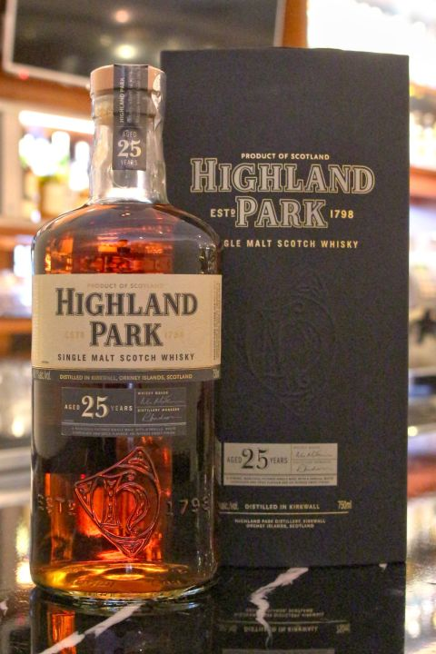 Highland Park 25 years 高原騎士 25年 (750ml 48.1%)