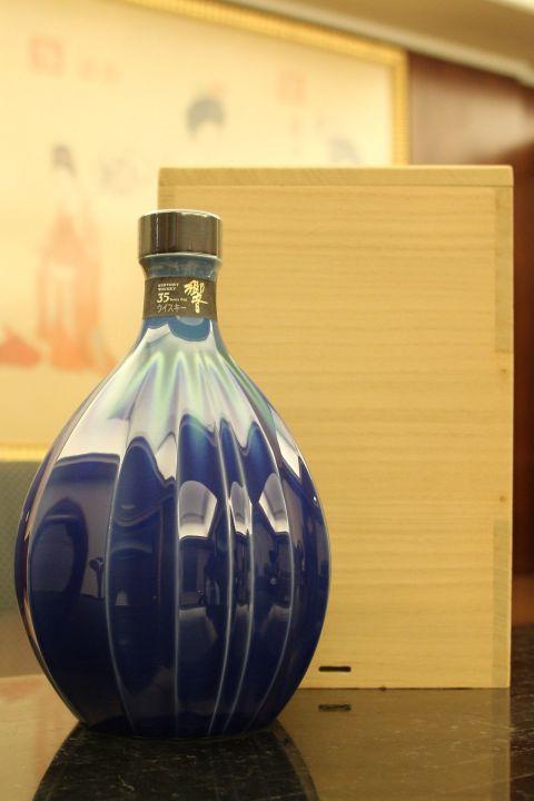 HIBIKI 35 years Yosabin Hekiyou Tokuda Yasokichi III 響 35年 耀彩瓶 碧陽 九谷燒 稀有收藏 (700ml 43%)