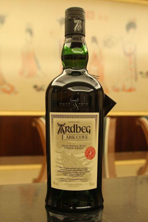(現貨) Ardbeg Dark Cove Distillery Limited 阿貝 暗夜灣流 2016會員版 (700ml 55%)