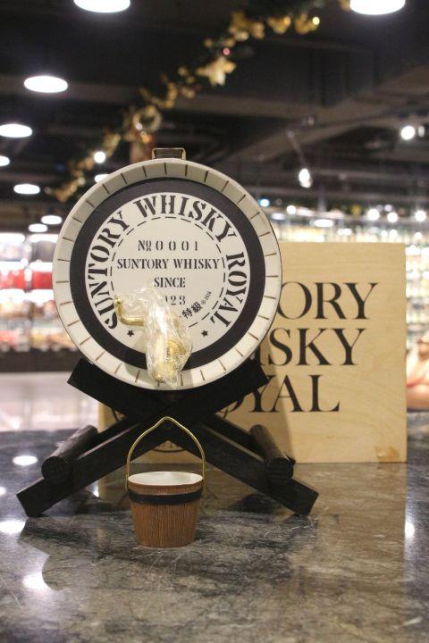 (現貨) Suntory Royal Blended Ceramic Barrel 三得利 特級威士忌 木樽酒桶 陶瓷瓶 (1800ml 43%)