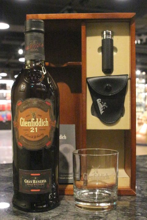 (現貨) Glenfiddich 21 Years Gran Reserva Gift Box 格蘭菲迪 21年雪茄禮盒 絕版 (700ml 43%)